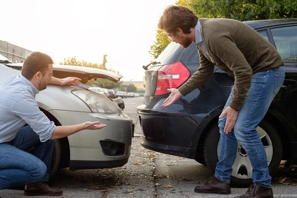 Нужно ли по европротоколу ехать на машине в страховую компанию